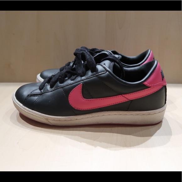 le scarpe nike finto cuoio nero con pennellate poshmark scarpe rosa